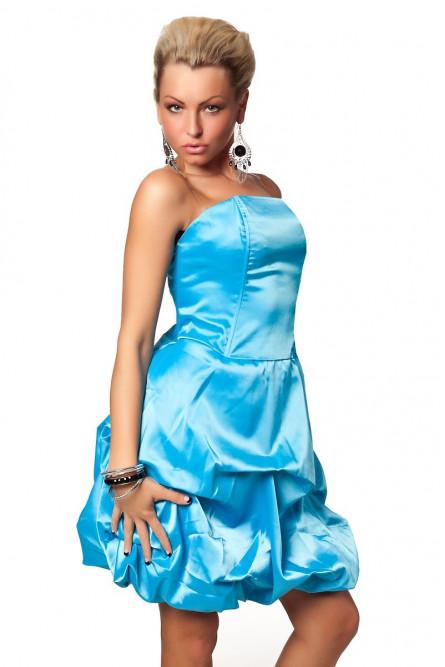 Нежно-голубое атласное платье