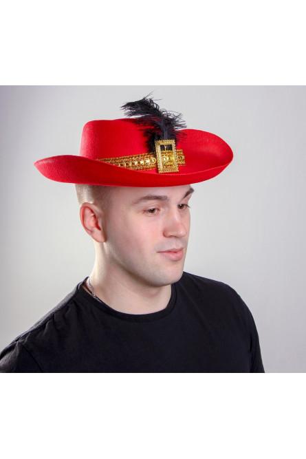Красная шляпа с черным пером