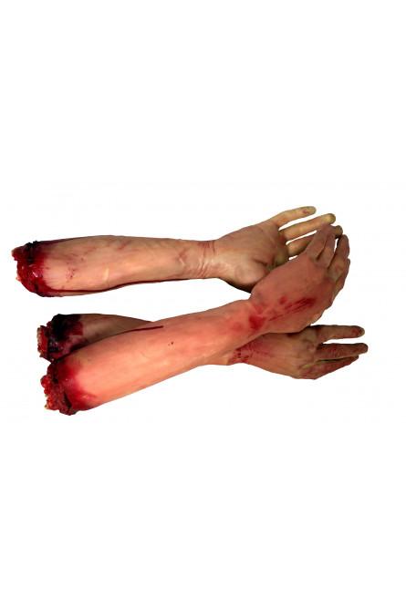 Пара рук в крови