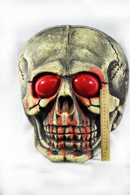Череп с красными глазами