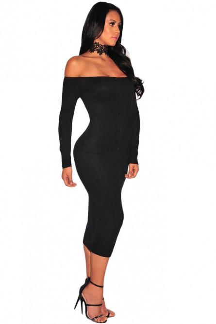 Черное платье с низким декольте
