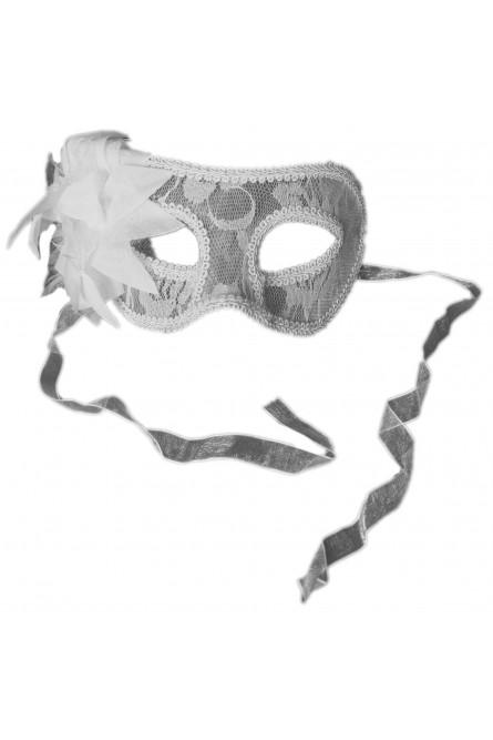 Белая маска с кружевом