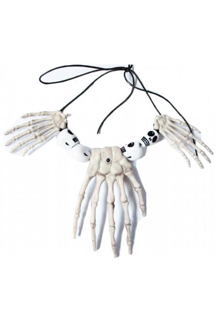 Ожерелье с костями рук