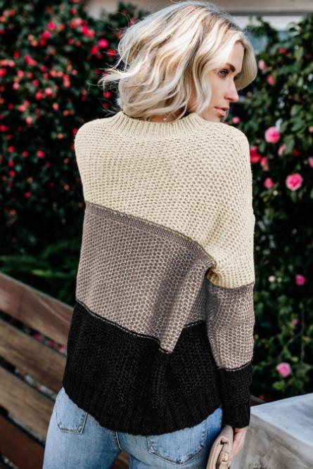 Трехцветный мягкий свитер