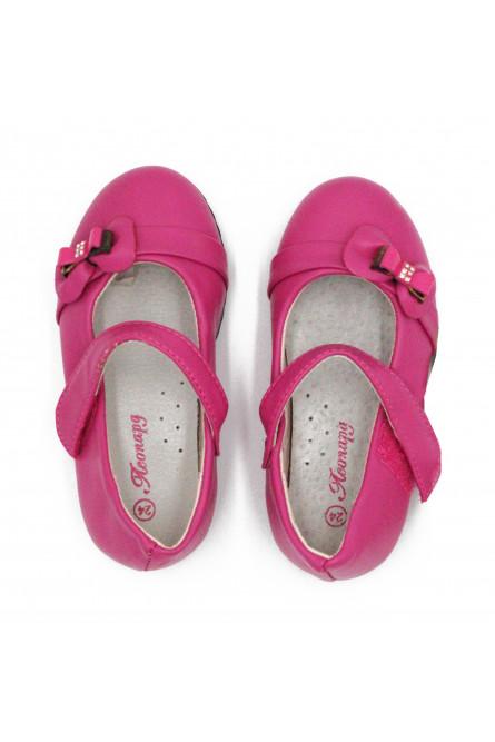 Детские ярко-розовые туфельки