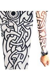 Рукав с черно-белой татуировкой