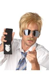Парик детектива блондина
