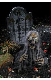 Жуткий восставший скелет