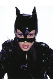Чёрная маска женщины-кошки
