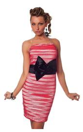 Розовое гофрированное платье