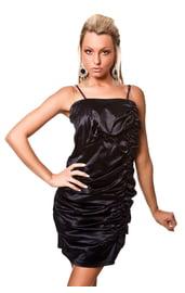 Черное мини-платье со складками