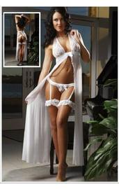 Легкий белый халатик с кружевом