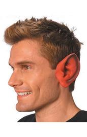 Заостренные уши красного цвета