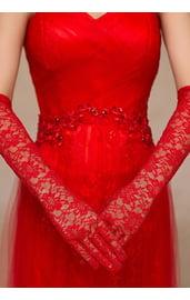 Красные кружевные перчатки