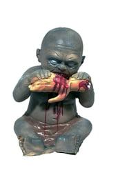 Декорация Ребенок поедающий руку 40 см
