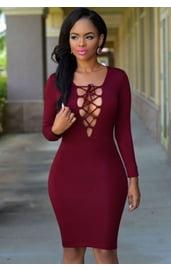 Бордовое платье с V-вырезом