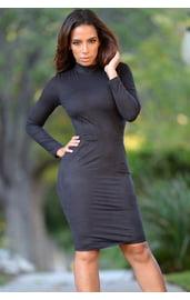 Черное платье со шнуровкой на спинке
