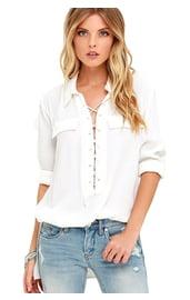 Белая рубашка со шнуровкой