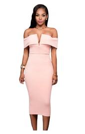 Светло-розовое платье