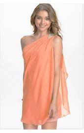Персиковое платье с одним плечиком