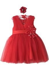 Красное платье с цветком