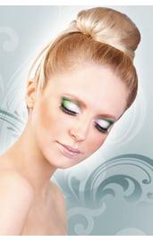 Ресницы с зелеными кристаллами