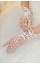 Белые перчатки с воланами