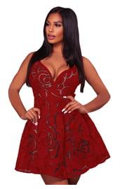 Красное платье в розах