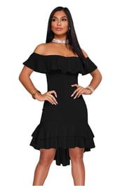 Черное платье с воланами и оборками