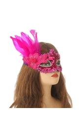Яркая розовая маска с перьями