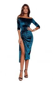 Синее бархатное платье с вырезом