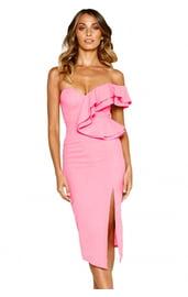 Розовое платье с вырезом