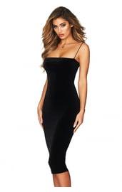Черное платье на тонких лямках