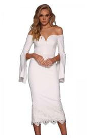 Белое платье с ниспадающими рукавами