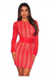 Красное короткое платье с рукавами