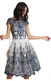 Бело-синее ажурное платье