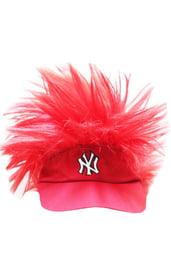 Детская красная кепка с волосами