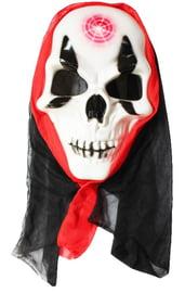 Маска скелета с меткой на лбу в капюшоне