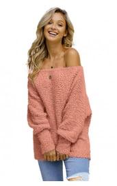 Розовый свитер с широким воротником