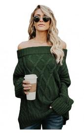 Зеленый свитер с широким воротником