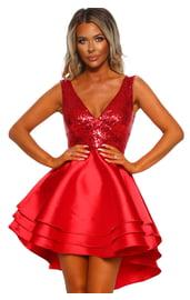 Красное платье с блестящим лифом