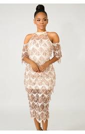 Золотистое платье с блестками и бахромой