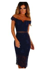 Темно-синее кружевное платье с вырезом