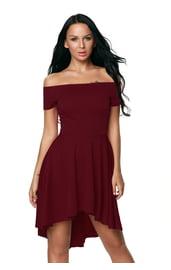 Бордовое платье с открытыми плечами