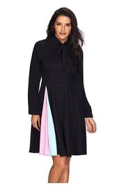 Черное расклешенное платье с длинными рукавами