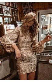 Платье блестящее с рукавами-фонариками